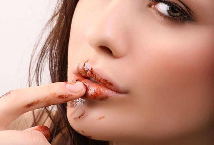 Cách làm môi hồng tự nhiên bằng socola dưỡng môi toàn diện, tươi tắn hồng hào từ sâu bên trong