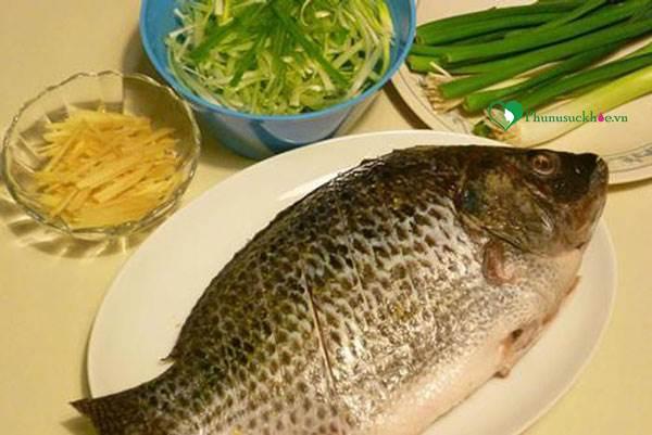 Ngon ngây ngất với cách làm món cá hấp rượu thơm lừng - Ảnh 1