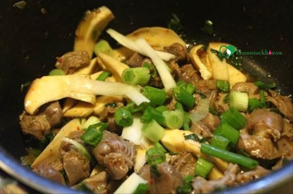 Bữa cơm ngon miệng với cách làm món sườn kho nấm - Ảnh 2