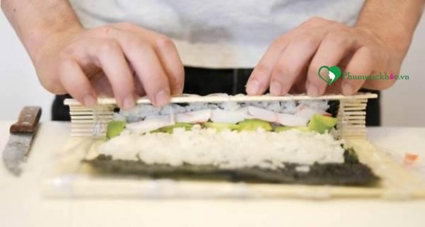 Cách làm món sushi hương vị Nhật Bản đơn giản ngay tại nhà - Ảnh 4
