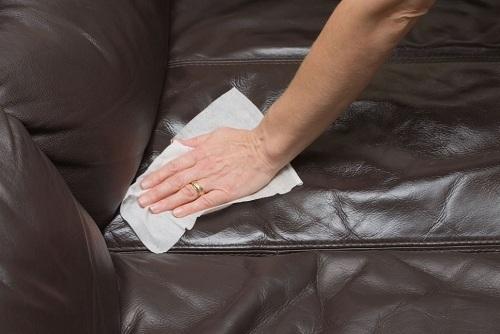 Mẹo làm sạch đơn giản biến ghế sofa cũ thành mới trong '1 nốt nhạc' - Ảnh 2