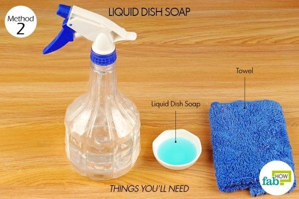 Làm sạch thảm tập yoga bằng nước rửa chén cũng là một cách đơn giản dễ thực hiện