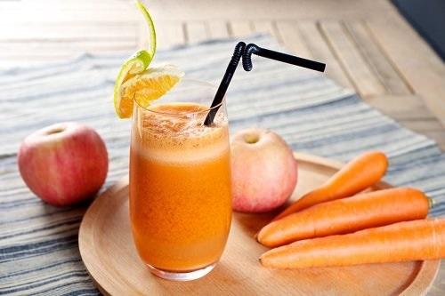 Mách bạn cách làm thức uống giảm cân tại nhà từ cà rốt, táo