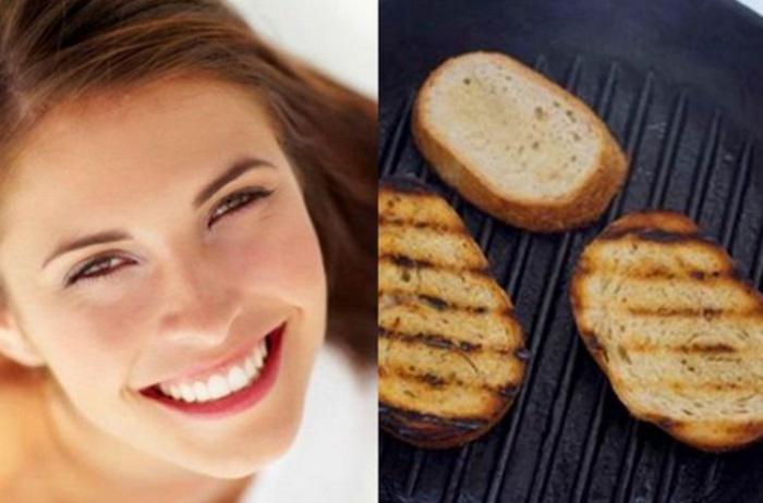 Cách làm trắng răng đơn giản bằng bánh mì kết hợp với kem đánh răng