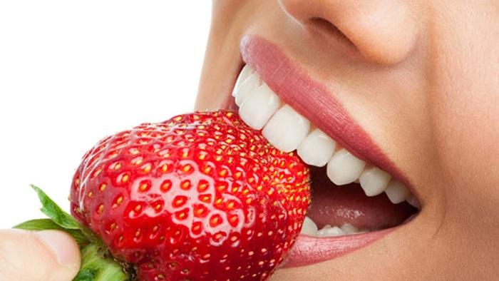 Cách làm trắng răng hiệu quả từ dâu tây – Tuyệt chiêu giúp răng trắng sáng nhanh chóng