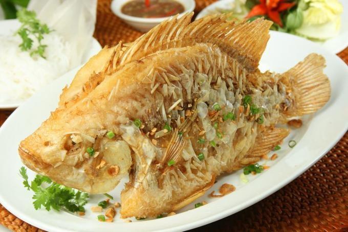 Hãy cho thêm thứ này vào khi rán cá món ăn sẽ vàng giòn trong mềm thơm ngọt, không sát chảo  - Ảnh 1