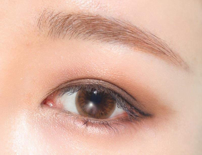 Phấn mắt ánh nhũ tạo điểm nhấn cho đôi mắt của bạn.