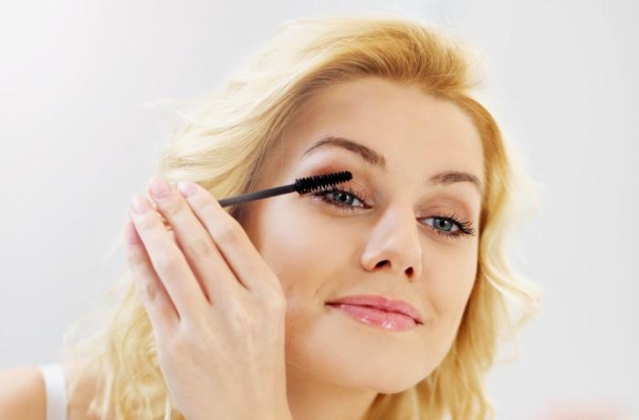 Chuốt mascara cho vẻ đẹp nhẹ nhàng thêm hoàn hảo