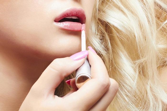 Tô son màu hồng, hồng cam, coral hoặc nude là phù hợp nhất với cách trang điểm đẹp nhẹ nhàng