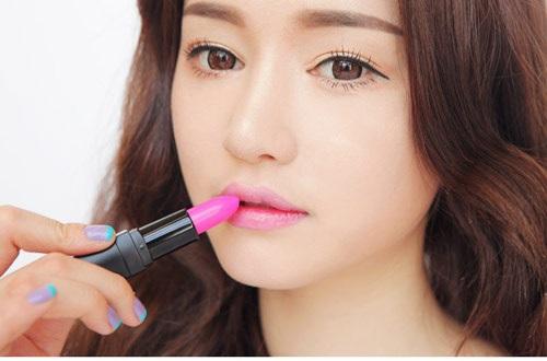 Màu son môi nhẹ nhàng là cách trang điểm tự nhiên nhất