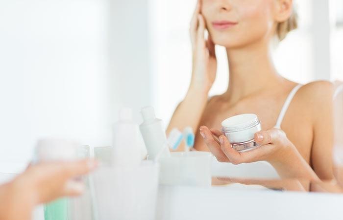 Sử dụng kem lót bảo vệ da và dưỡng da tốt hơn khi trang điểm tự nhiên đơn giản