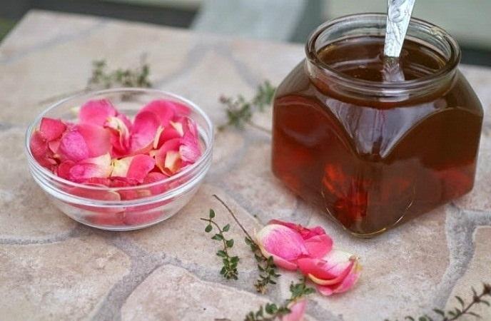 Bỏ túi ngay cách trị môi khô bằng mật ong, cho môi hồng quyến rũ