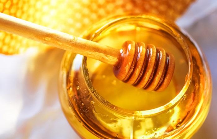 Cách trị mụn đầu đen ở mũi tận gốc bằng mật ong, yến mạch và cà chua