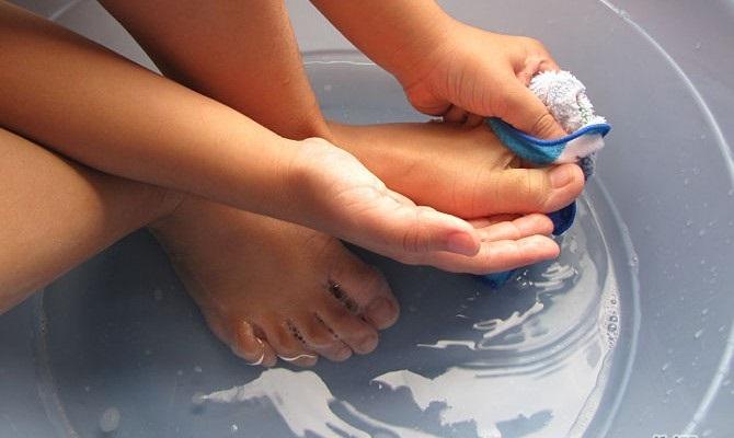 Vệ sinh sạch sẽ hỗ trợ trị nứt gót chân đơn giản và hiệu quả hơn