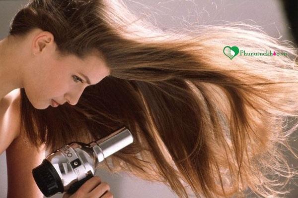 Ngưng dùng máy làm tóc là cách trị rụng tóc đơn giản