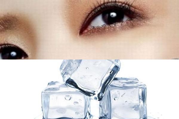 Lấy đá lạnh chườm lên mắt mỗi ngày để trị quầng thâm mắt hiệu quả nhất