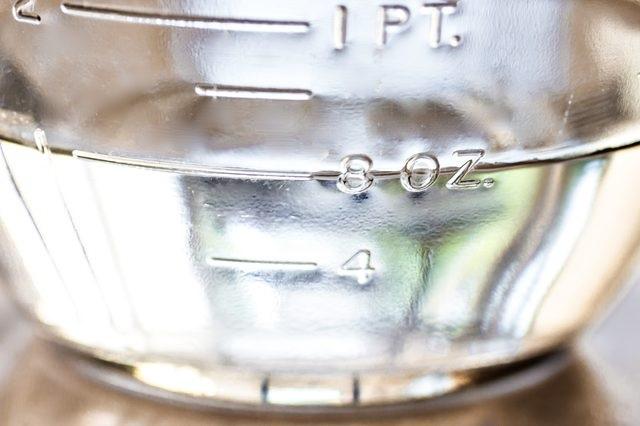 Không hâm nóng dầu dừa bằng lò vi sóng hoặc đun trực tiếp trên bếp