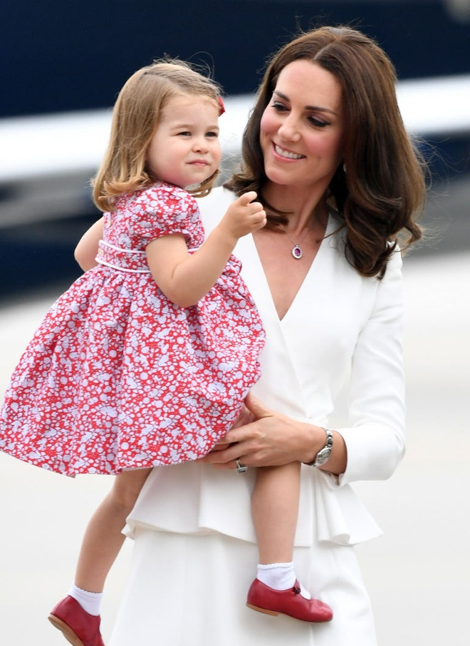 Cách vợ chồng Hoàng tử William thể hiện tình yêu và che chở con được các chuyên gia hết lời khen - Ảnh 3