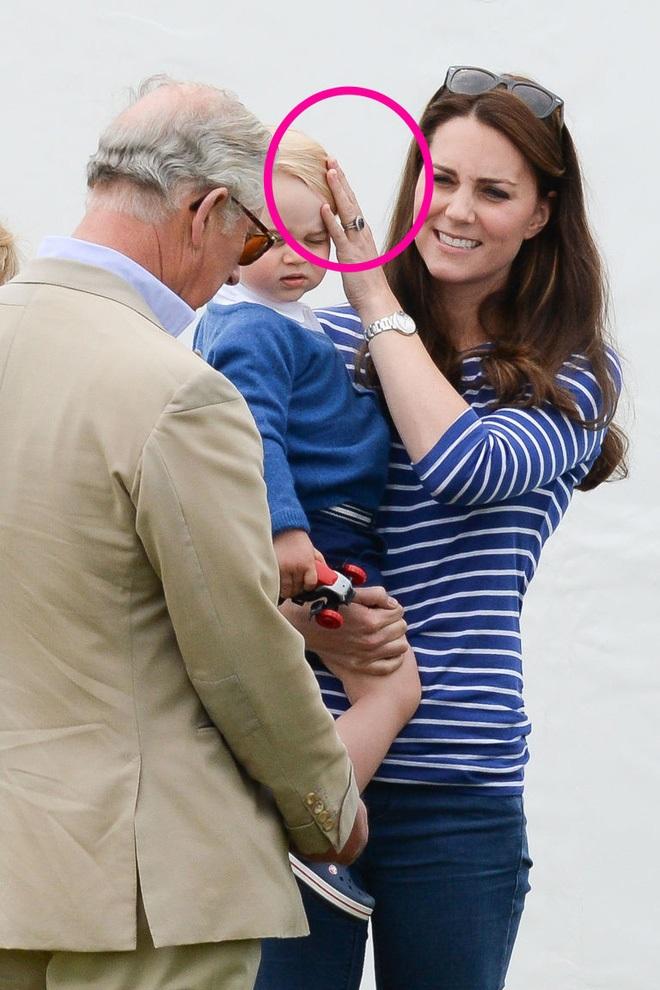 Cách vợ chồng Hoàng tử William thể hiện tình yêu và che chở con được các chuyên gia hết lời khen - Ảnh 4