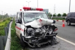 Ôtô cứu thương tông xe bồn trên cao tốc khiến 1 người chết