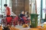Trấn Thành - Hari Won ngồi quán vỉa hè ăn khuya trong đêm Giáng sinh