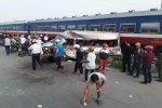 Nhiều người thương vong khi xe ô tô 16 chỗ va chạm với tàu hỏa tại Nam Định