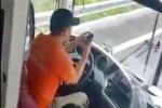 Xử phạt tài xế xe khách lướt facebook trong lúc lái xe