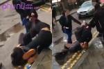 Hai nữ sinh lao vào đánh nhau, người đi đường lợi dụng cơ hội