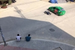 Cách hành xử văn minh: Sau va chạm, 2 thanh niên ngồi