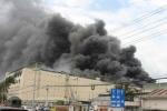 Cháy lớn tại công ty may Đài Loan, khói bốc lên thành cột cao ngút