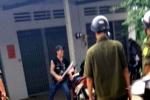Thanh niên có biểu hiện 'ngáo đá' cầm dao đuổi chém công an