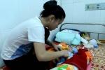 Bé gái sinh ra trên taxi có ruột, gan và dạ dày nằm ngoài ổ bụng