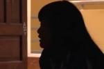 Kề dao khống chế, <a target='_blank' data-cke-saved-href='http://www.phunusuckhoe.vn/tag/hiep-dam-be-gai' href='http://www.phunusuckhoe.vn/tag/hiep-dam-be-gai'><i>hiếp dâm bé gái</i></a> rồi quay clip đe dọa