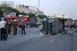 Đà Nẵng: Ô tô 7 chỗ đâm lật xe chở cảnh sát PCCC, nhiều chiến sĩ bị thương