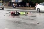 Chở mẹ về nhà, con trai bị xe tải tông tử vong