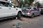 Tai nạn liên hoàn trên phố Bà Triệu, 2 người bị thương