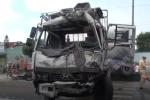 Xe container nổ lốp khi đổ dốc, gây tai nạn nghiêm trọng