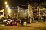 Trượt tay lái, nam thanh niên bị cuốn vào gầm xe tải tử vong thương tâm