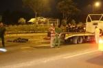 Chạy ngược chiều, xe máy đối đầu xe tải khiến đôi nam nữ tử vong
