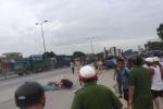 Mẹ chở con nhập học bị xe container cán tử vong