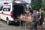 Ngã ra đường sau va chạm, 3 người bị xe tải cán thương vong