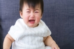 Mách mẹ cách xử lý khi trẻ 2 tuổi hay quấy khóc đêm, ngủ không ngon giấc