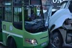 Xe buýt rơi xuống kênh làm hơn 30 người thương vong ở Ấn Độ