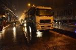 Trượt ngã trong mưa, người phụ nữ đi xe máy bị xe tải cán tử vong