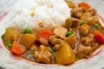 Bữa trưa thưởng thức cơm cà ri gà thơm ngậy hấp dẫn