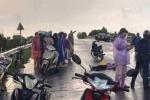 Đôi nam nữ đi xe máy bị sét đánh, <a target='_blank' data-cke-saved-href='http://www.phunusuckhoe.vn/nguoi-chet-tag.html' href='http://www.phunusuckhoe.vn/nguoi-chet-tag.html'>người chết</a>  người nguy kịch