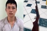 Thanh niên bắn gục người tình của dì trong quán cà phê