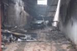 Hà Nội: Cháy rụi gara ô tô, điện lực bị... vạ lây