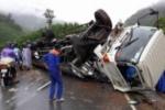 Thừa Thiên – Huế: Khiếp vía chứng kiến xe tải lật ngửa trên đèo A Co