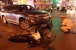 """Hà Nội: """"Xe điên"""" vượt đèn đỏ gây tai nạn liên hoàn"""